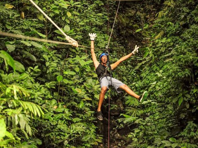 All about canyoneering: adventure tour in Costa Rica